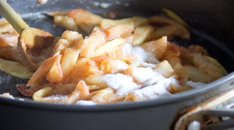 Cooking-Cinnamon-Apples
