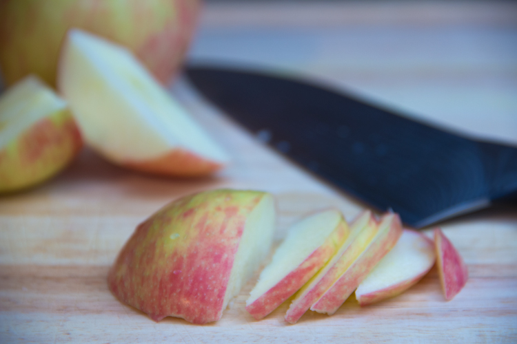 slicing-apple