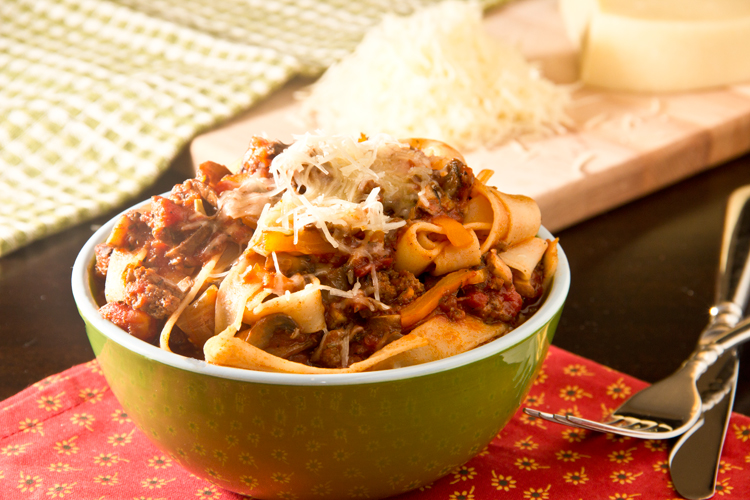 Healthy-Pasta-Bolognese-with-mushrooms-and-peppers