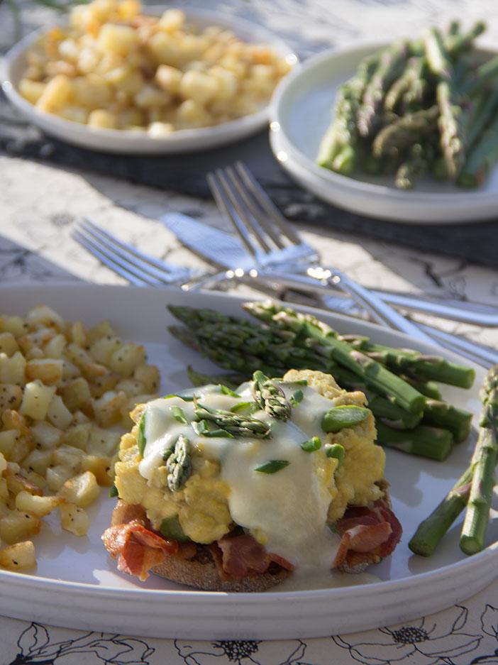Breakfast-Sandwich-With-Asparagus-Egg-and-Bacon