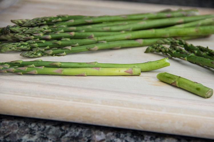 chopping-asparagus