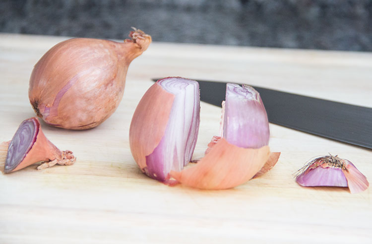 chopping-shallot