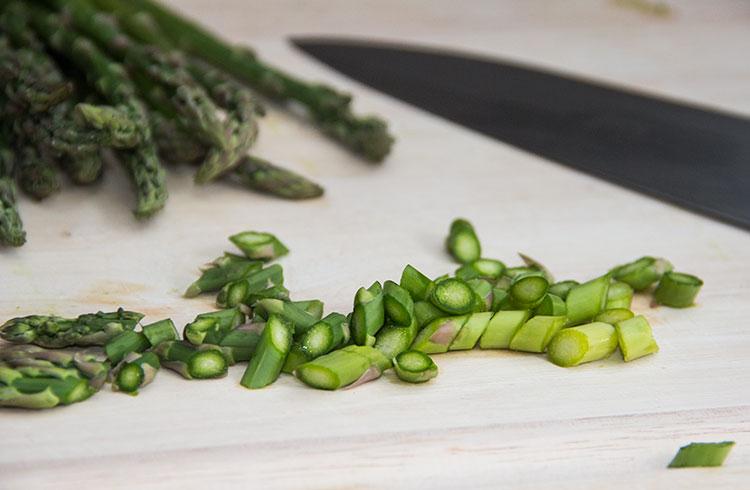 cutting-asparagus