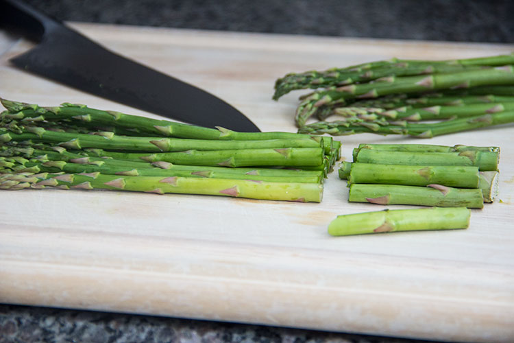 prepping-asparagus