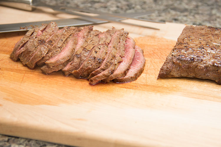 slicing-steak