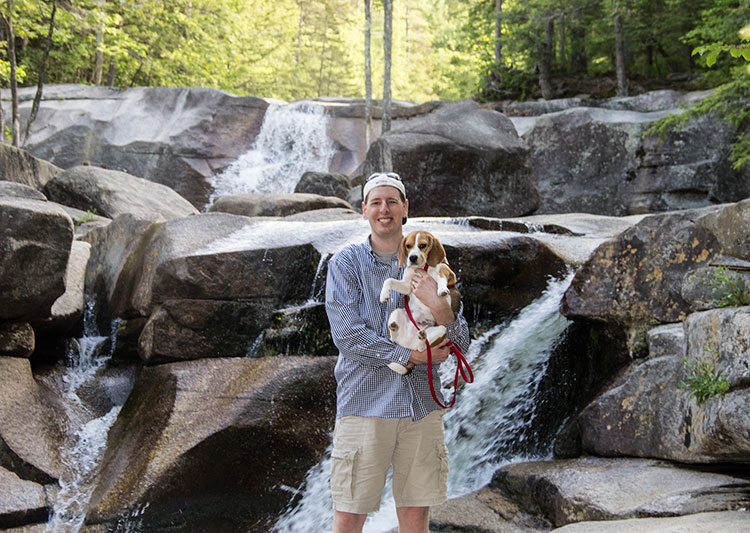 beagle-at-the-falls