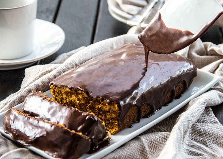 Skinny-Chocolate-Glazed-Pumpkin-Cake