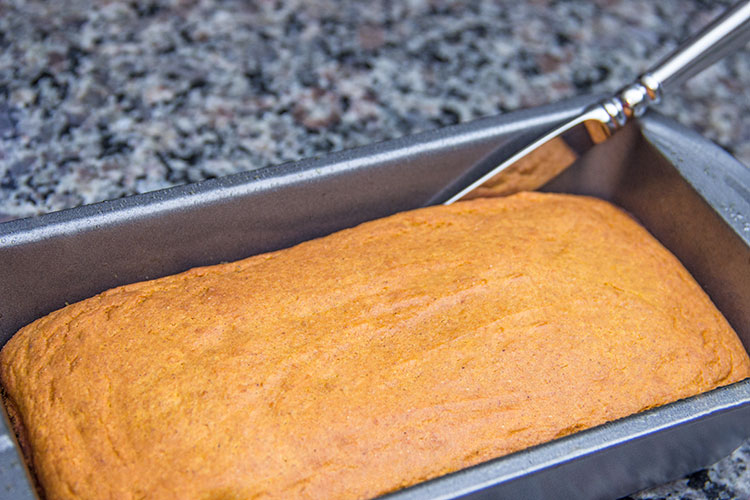baked-pumpkin-cake-in-bread-pan