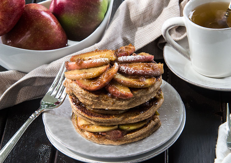 Cinnamon-Spice-Pancakes-with-Apple