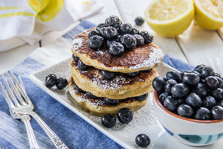 Lemon-Vanilla-Pancakes-with-Blueberries