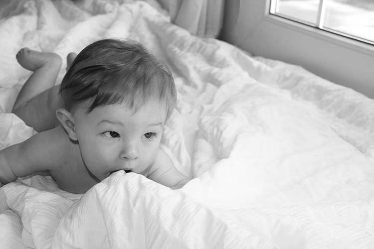 baby-on-white-blanket-black-and-white