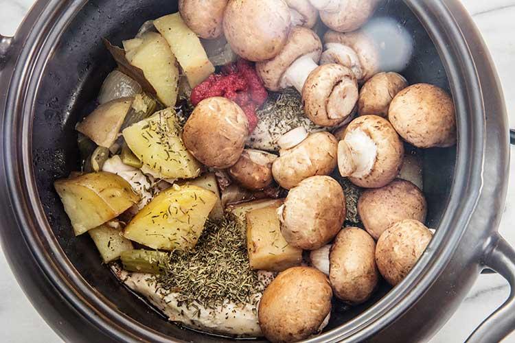 cooking-slow-cooker-coq-au-vin