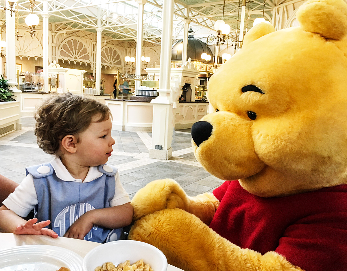 winnie-the-pooh-character-breakfast-crystal-palace-magic-kingdom