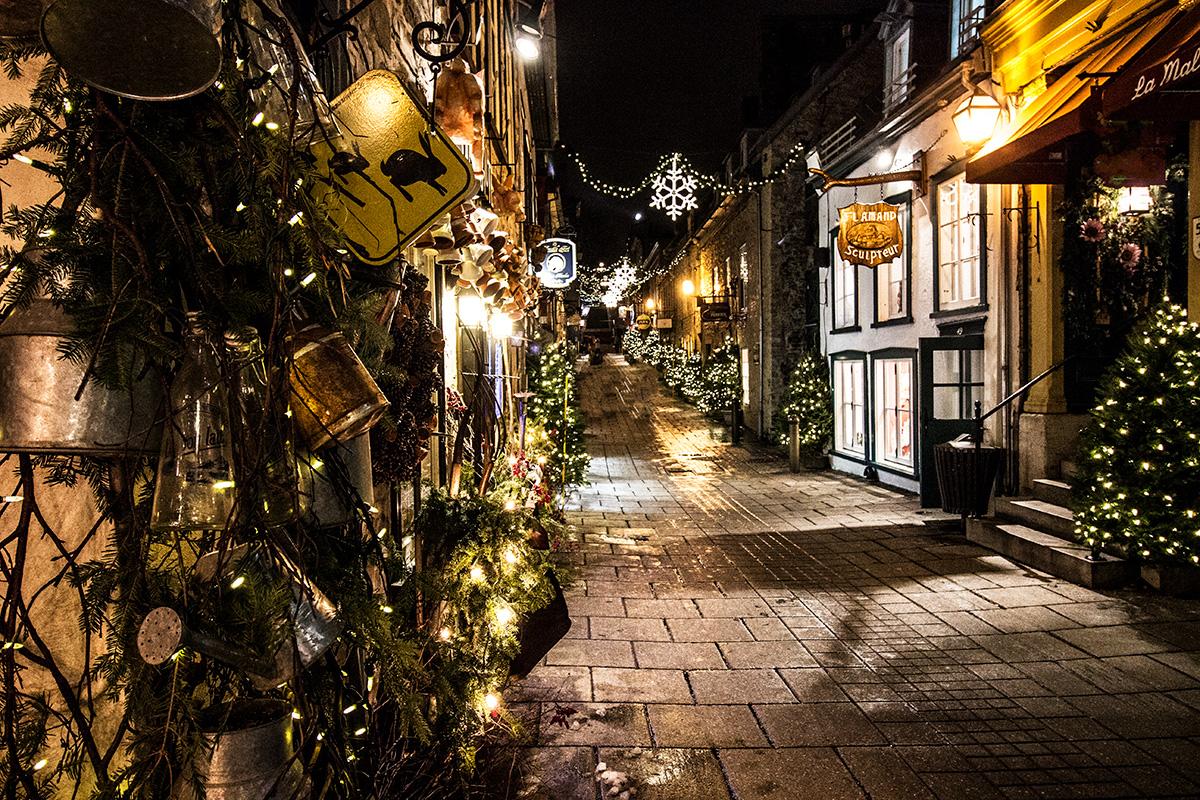 Rue-du-Petite-Champlain-Quebec-City-Holidays-Christmas