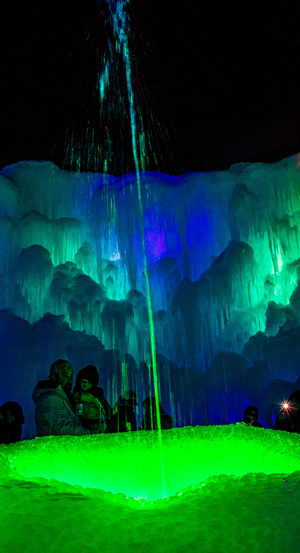ice-castles-fountain-lincoln-nh-white-mountains
