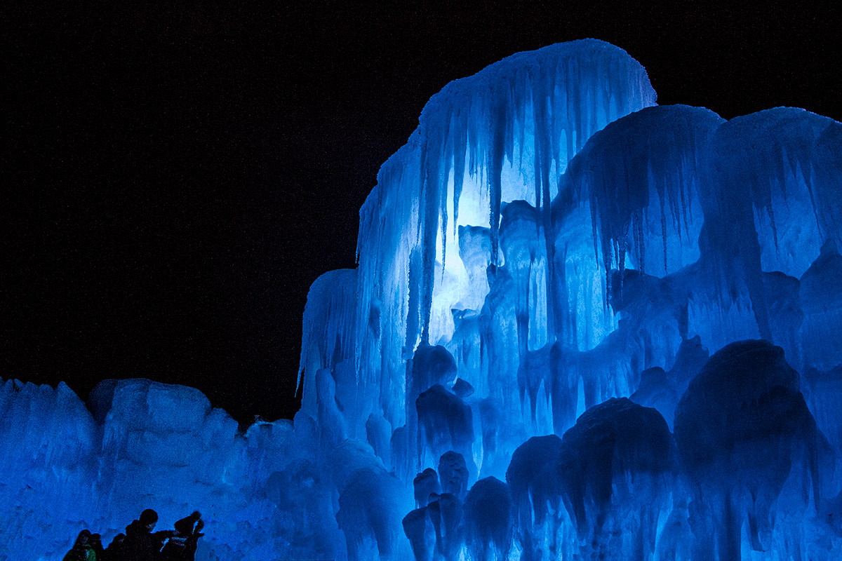 ice-castles-in-lincoln-nh-white-mountains