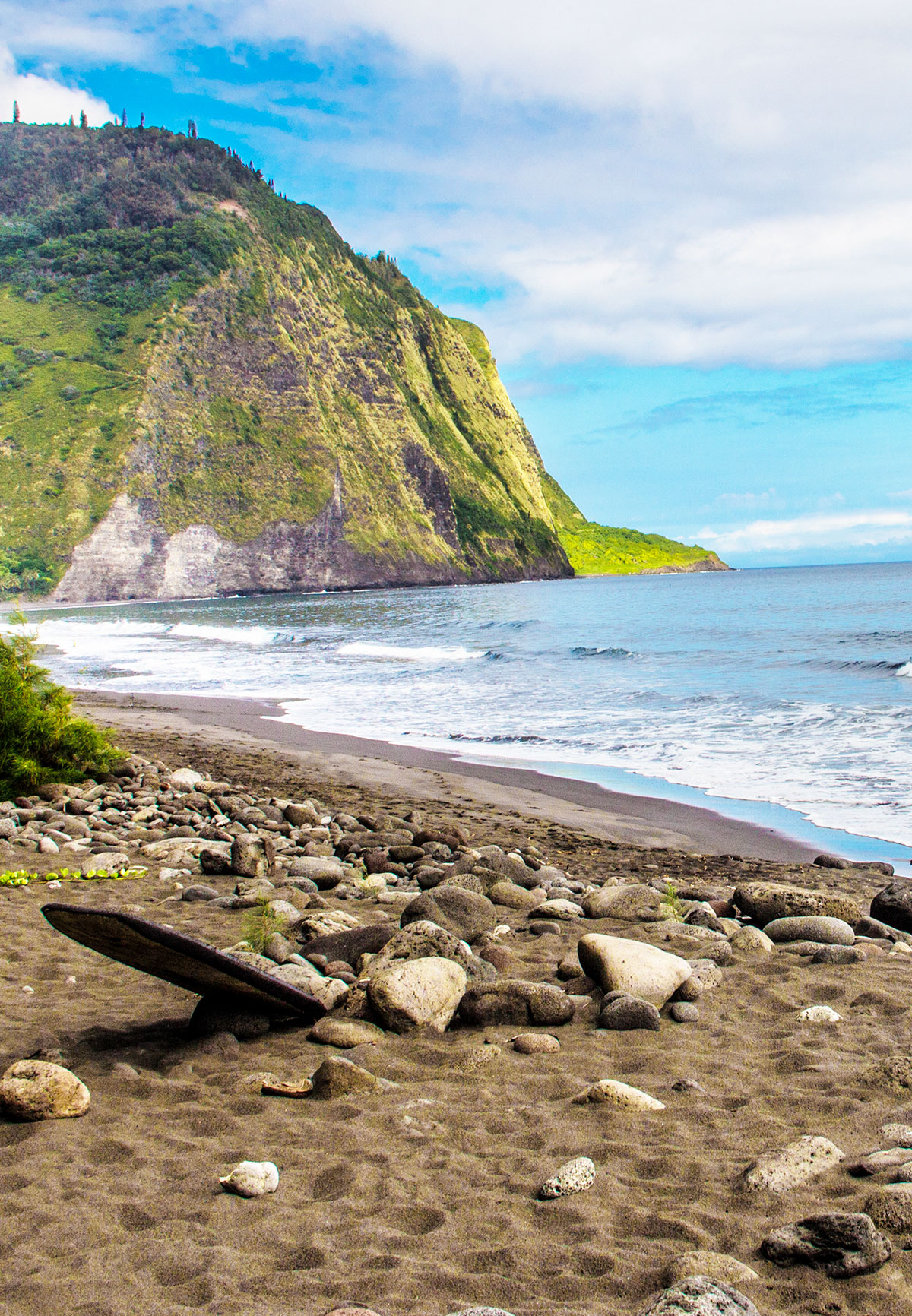 the-black-sand-beach-of-waipio-valley