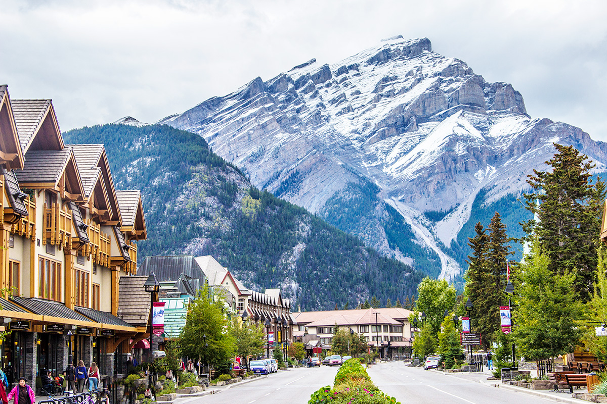 Banff-Avenue-Downtown-Banff-Alberta-Canada