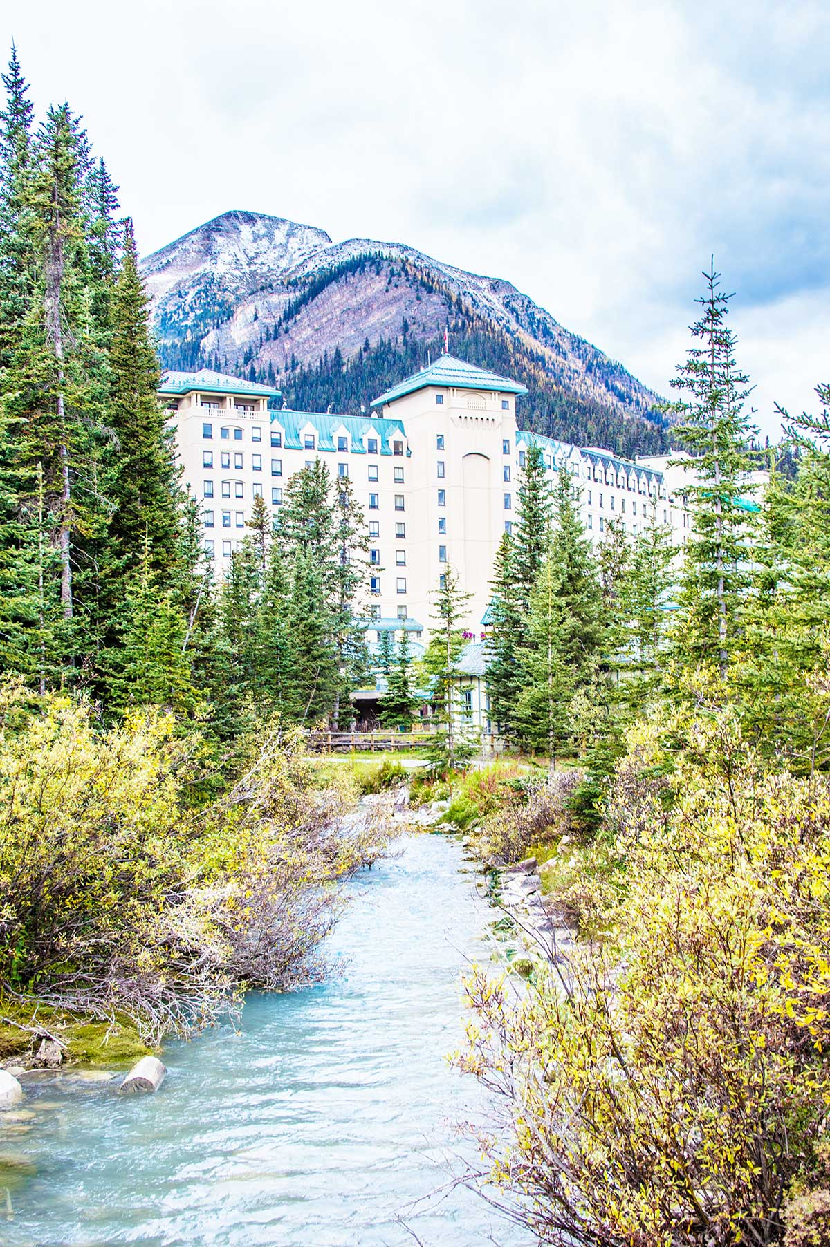 The-Fairmont-Lake-Louise-in-Alberta-Canada