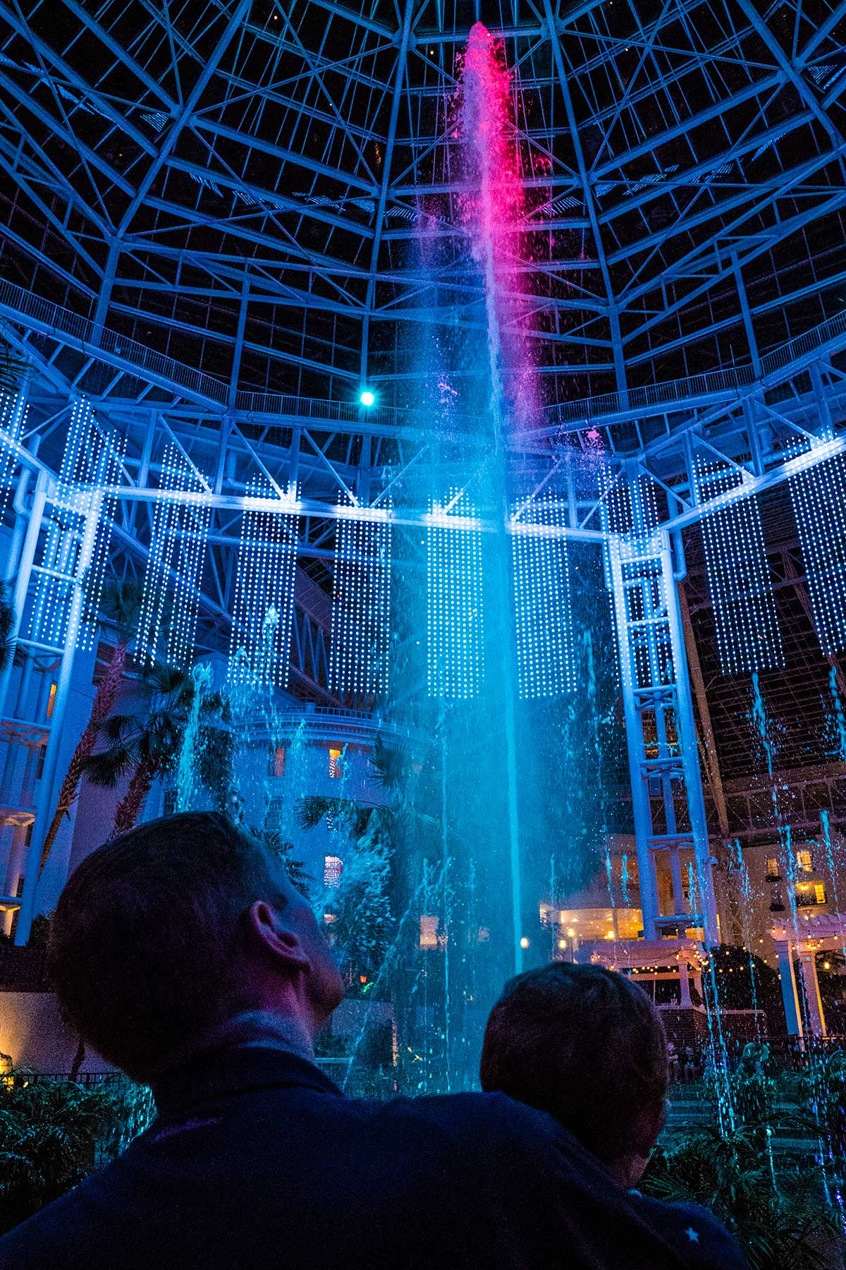 Fountain-and-Lights-Show-at-Gaylord-Opryland-Nashville