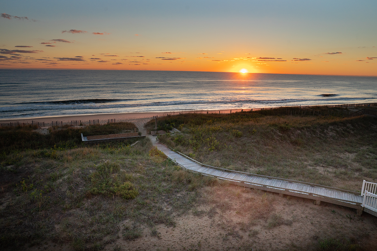 Sunrise-on-the-Beaches-of-the-Outer-Banks-North-Carolina