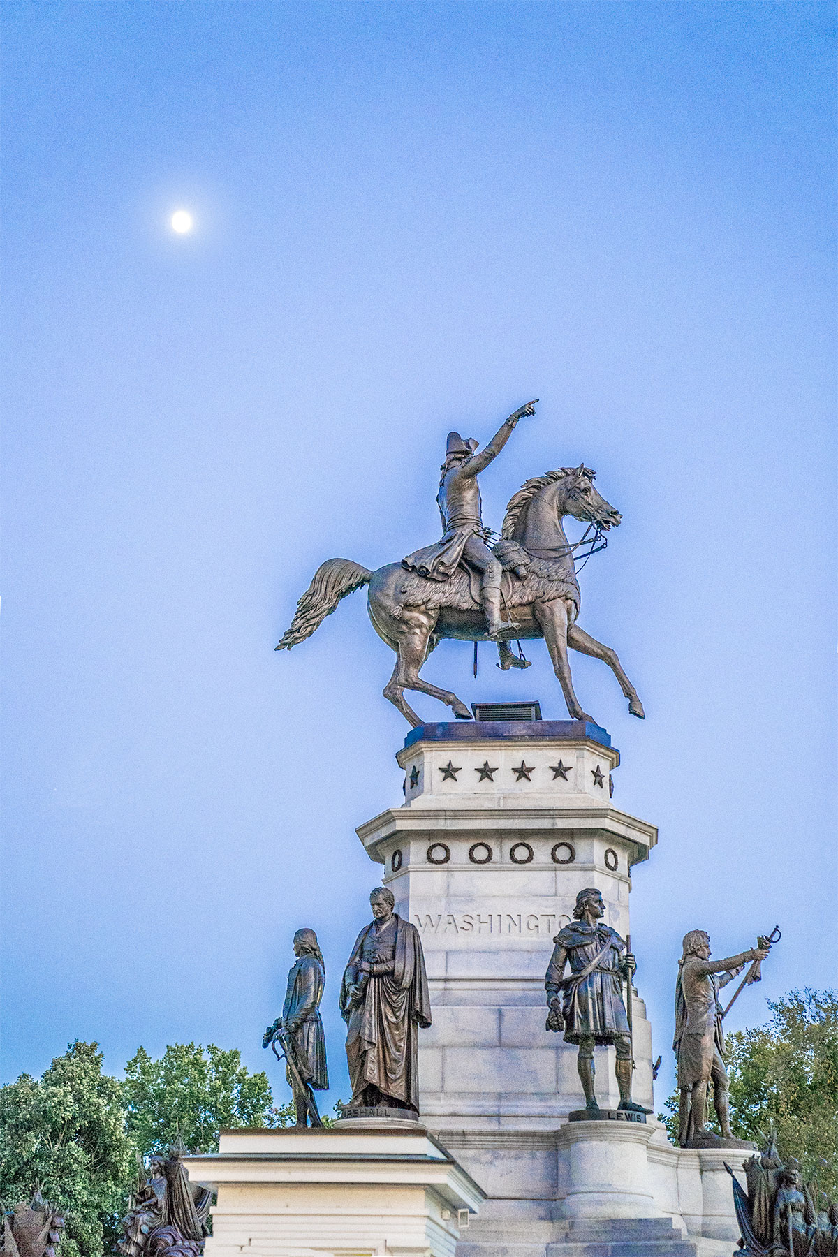 Moonlight-Over-Virginia-Washington-Monument-Richmond
