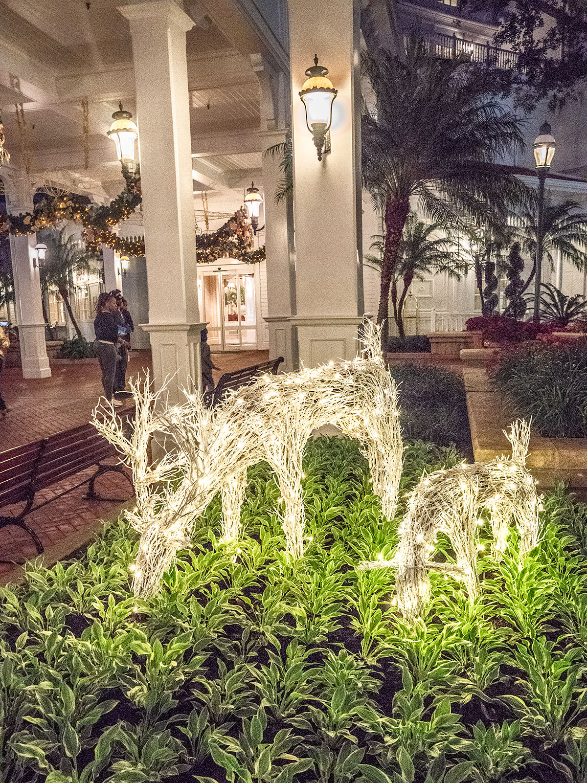 Christmas-Decor-Grand-Floridian-Walt-Disney-World