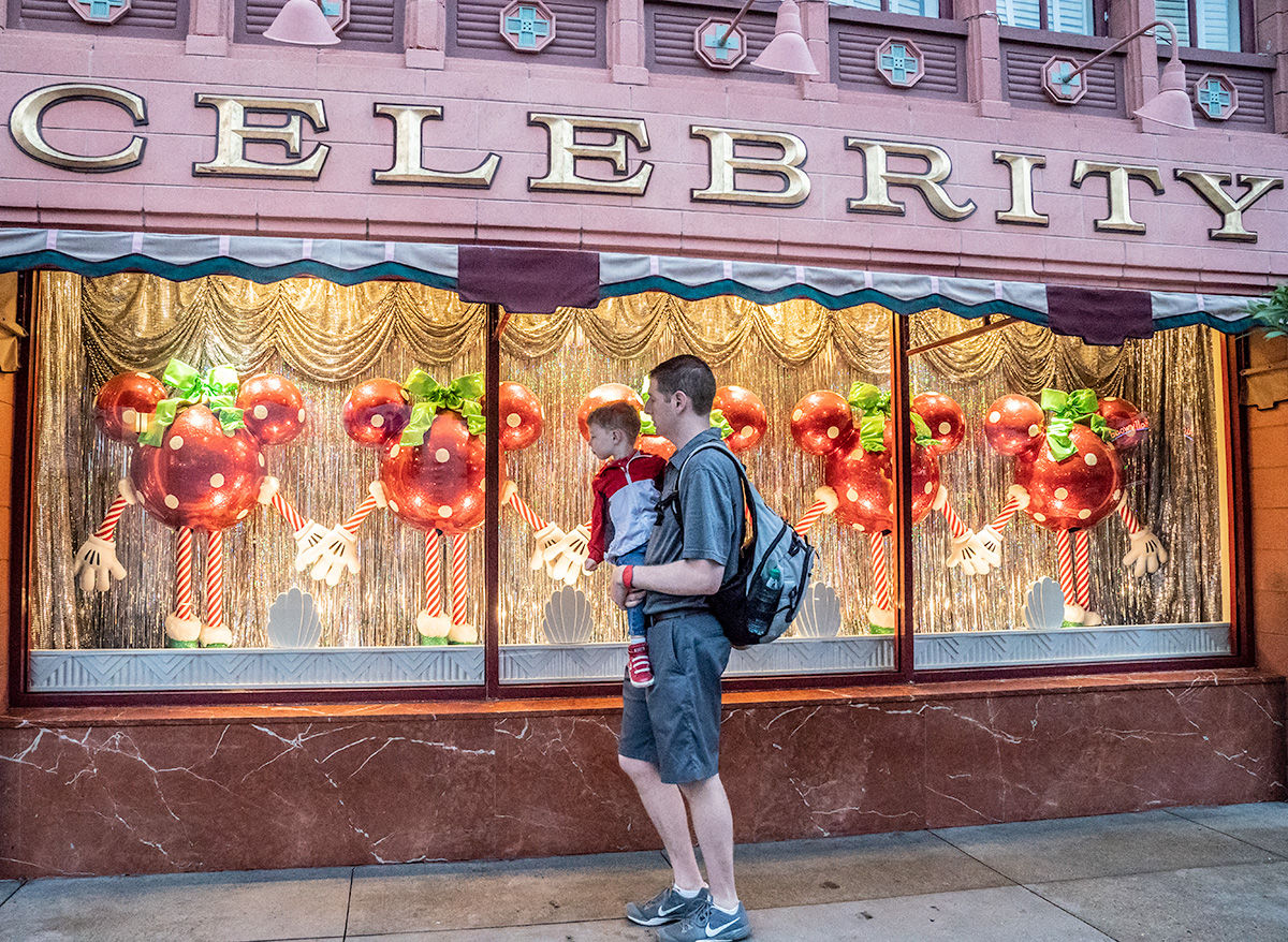 Christmas-Window-Display-Hollywood-Studios