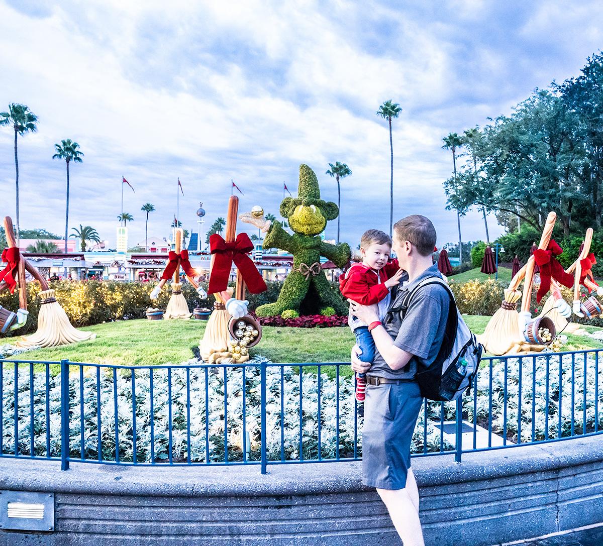 Disneys-Hollywood-Studios-at-the-holidays