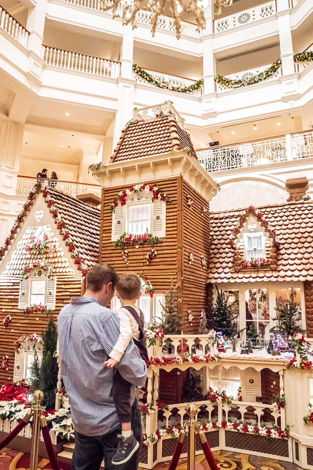 Gingerbread-House-Walt-Disney-World-at-Christmas