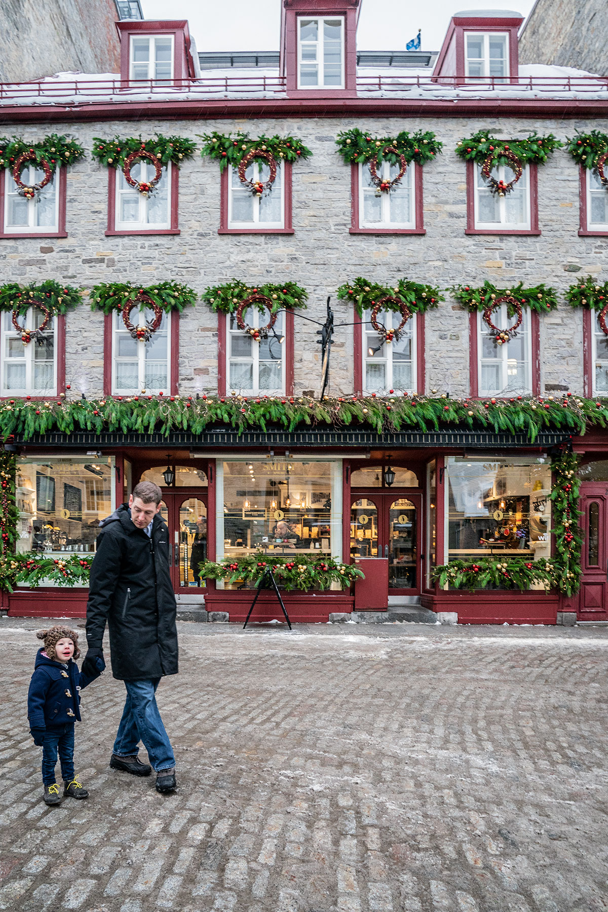 Holiday-Decor-of-Quebec-City
