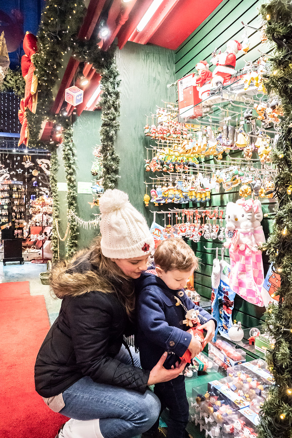 Inside-La-Boutique-de-Noel-de-Quebec