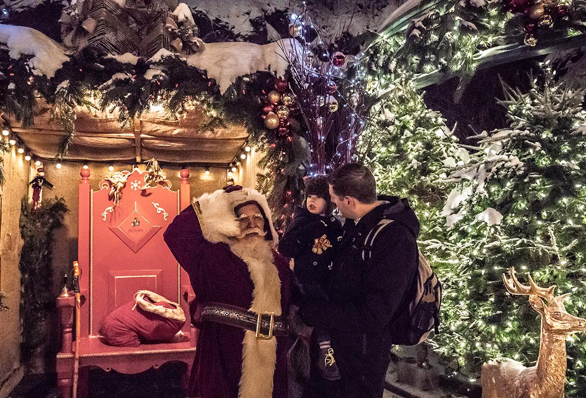 Quartier-Petit-Champlain-Santa-Christmas
