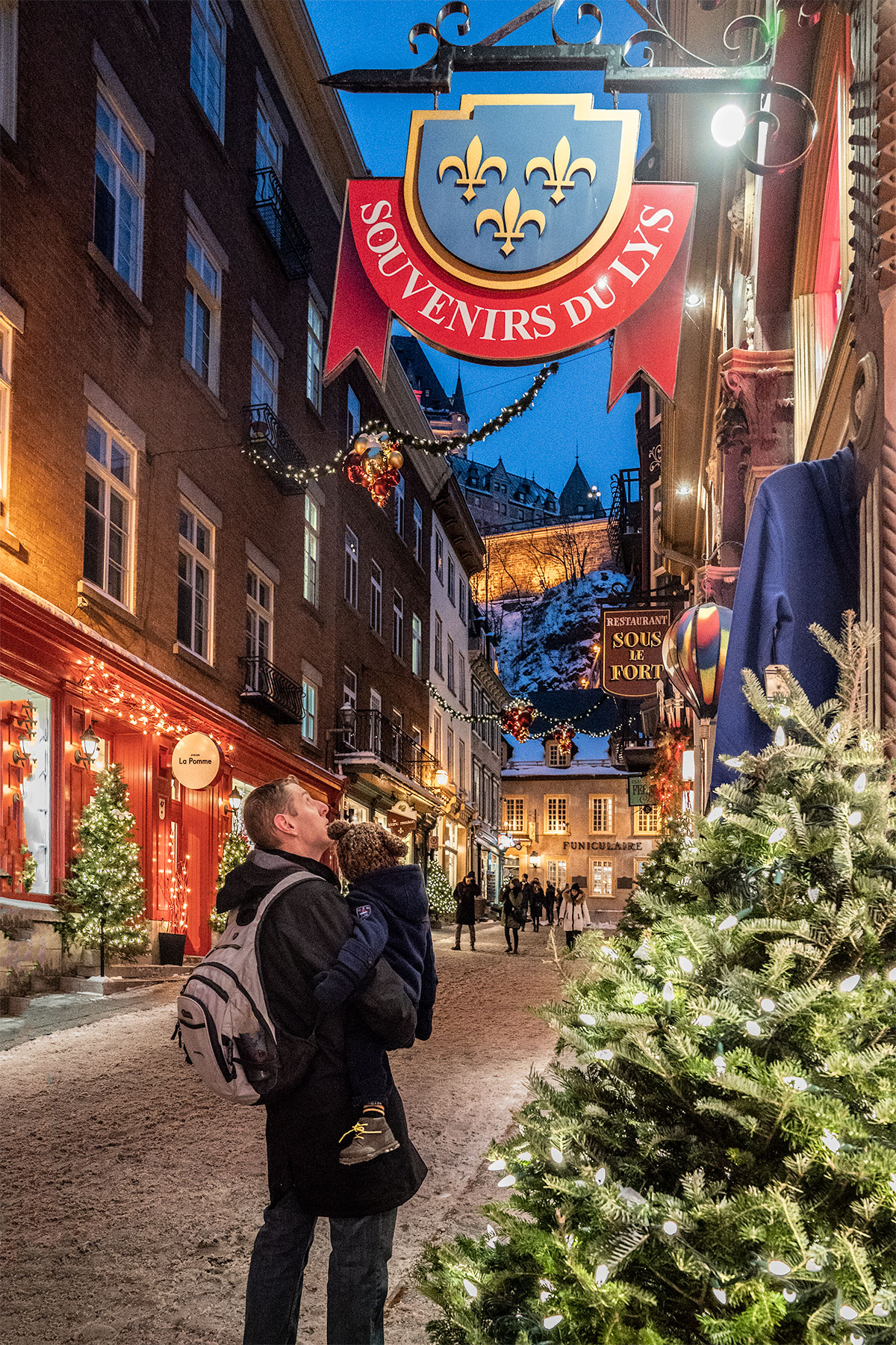 Shopping-at-Christmastime-Quebec-City