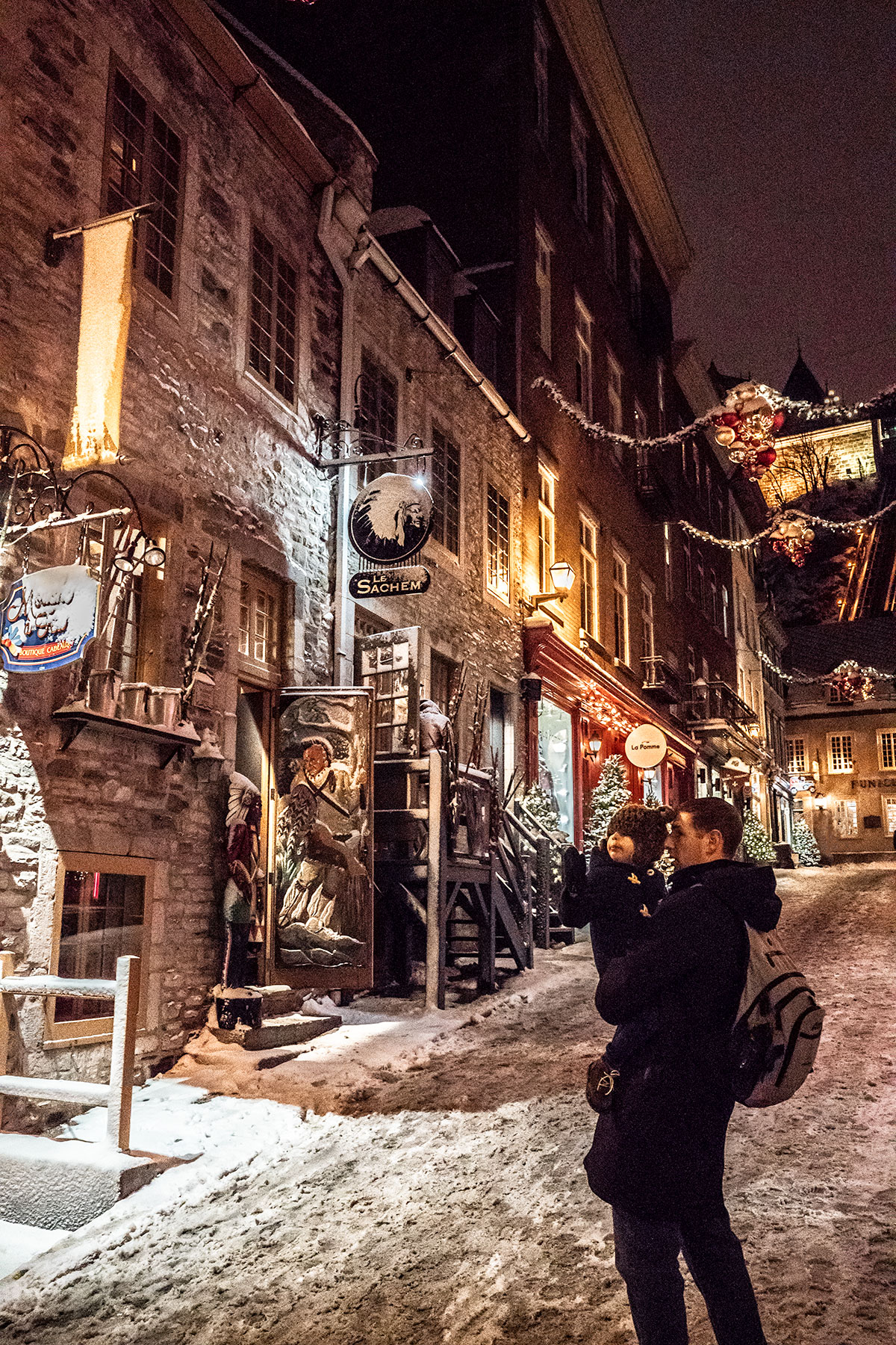 Strolling-Through-Quebec-City-at-Christmastime