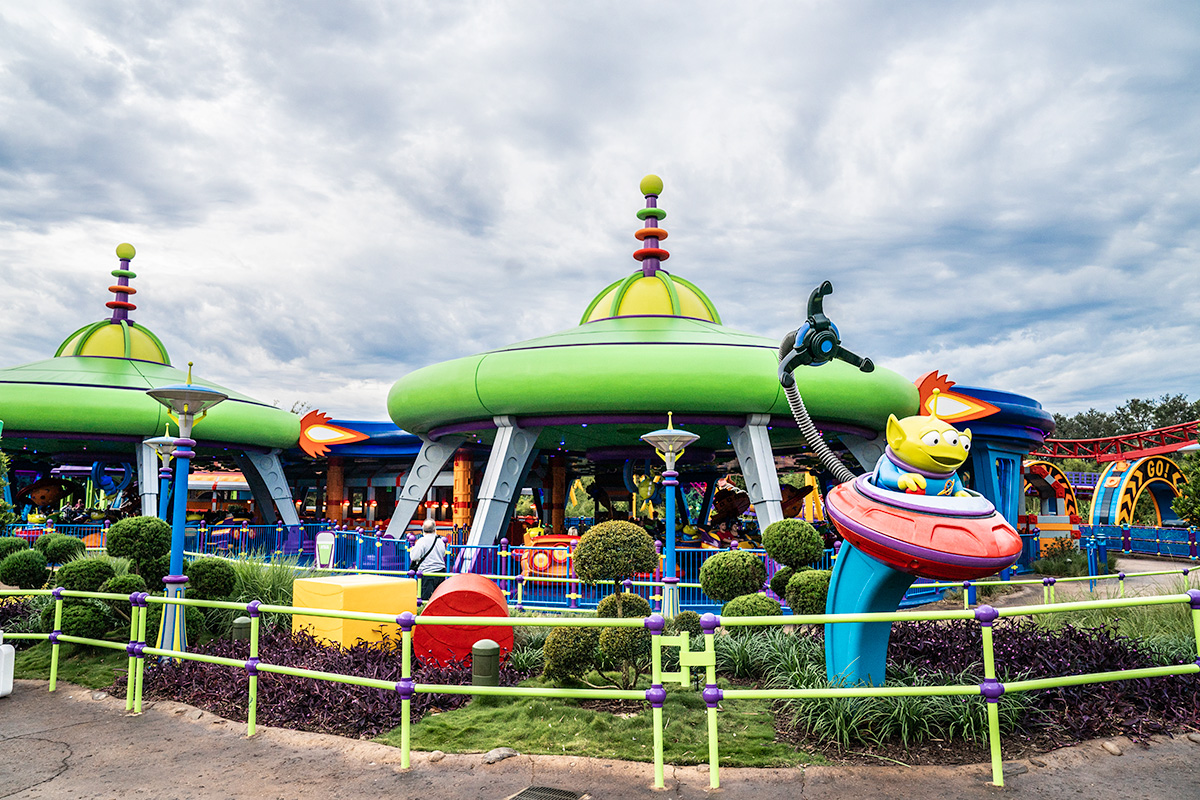Alien-Swirling-Saucers-at-Toy-Story-Land