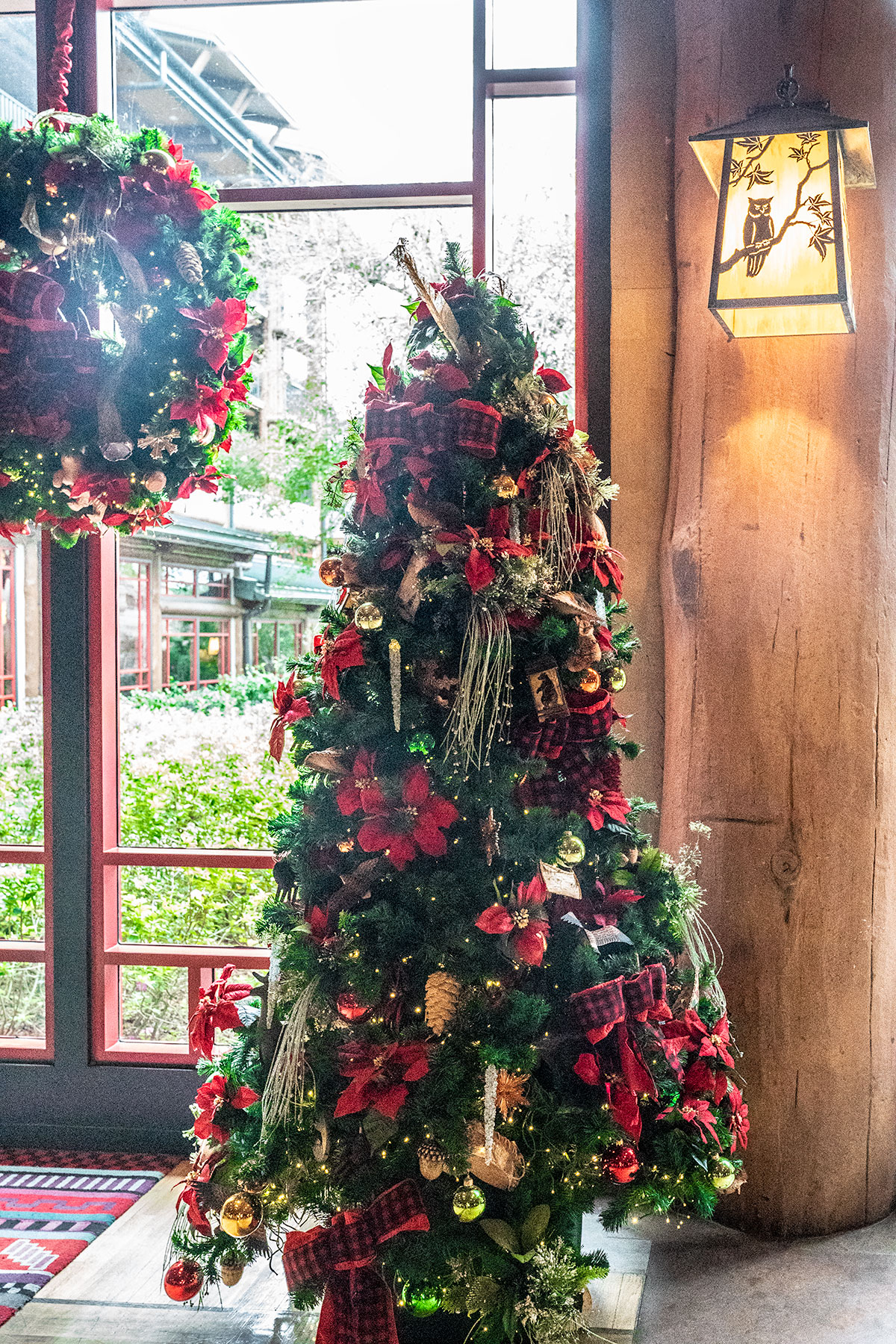 Christmas-Decor-Detail-Wilderness-Lodge