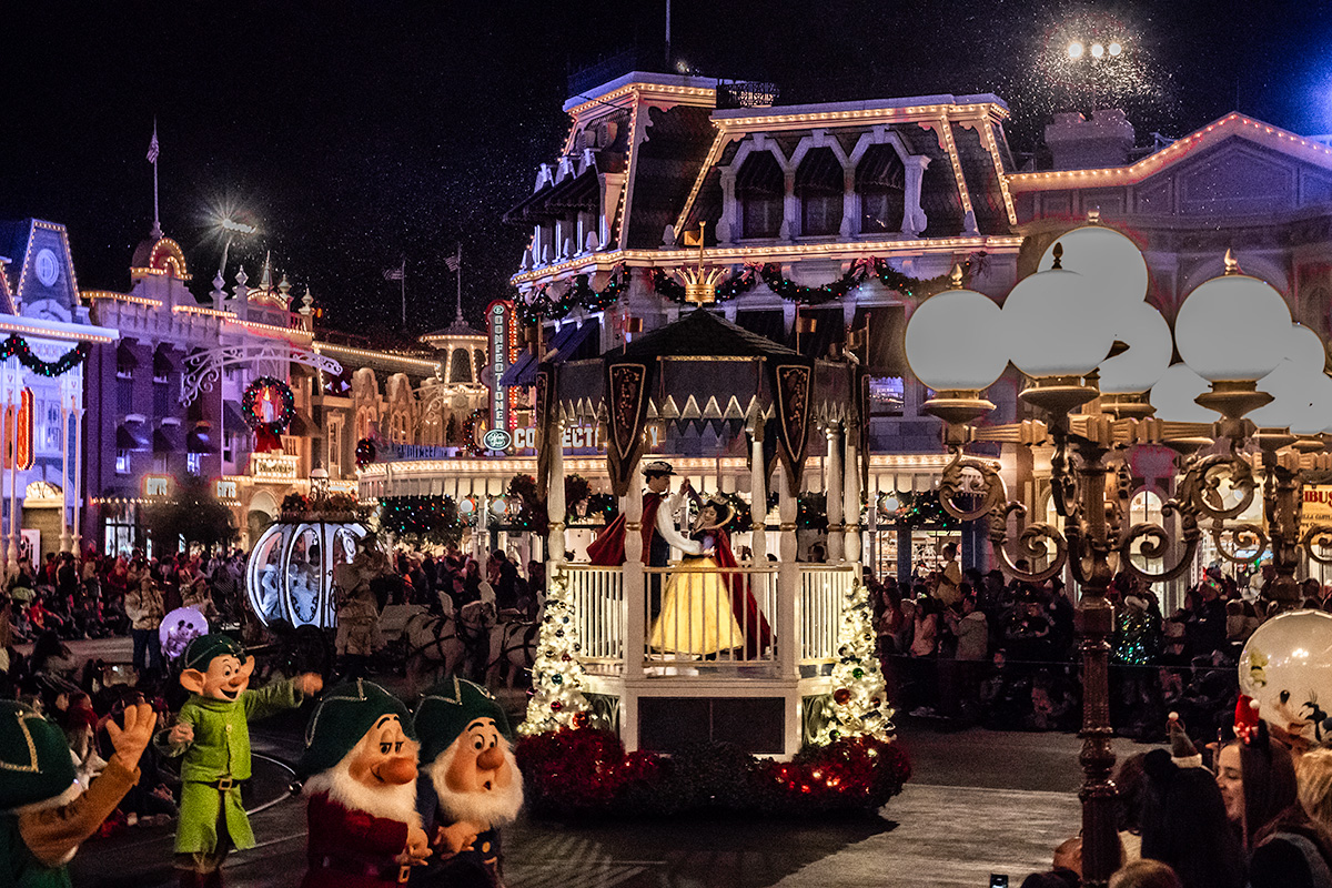 Christmas-Parade-at-Walt-Disney-World-Magic-Kingdom