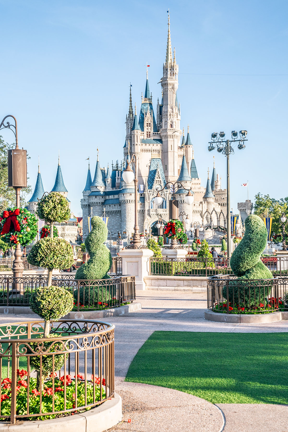 Cinderella-Castle-Magic-Kingdom-at-Christmas