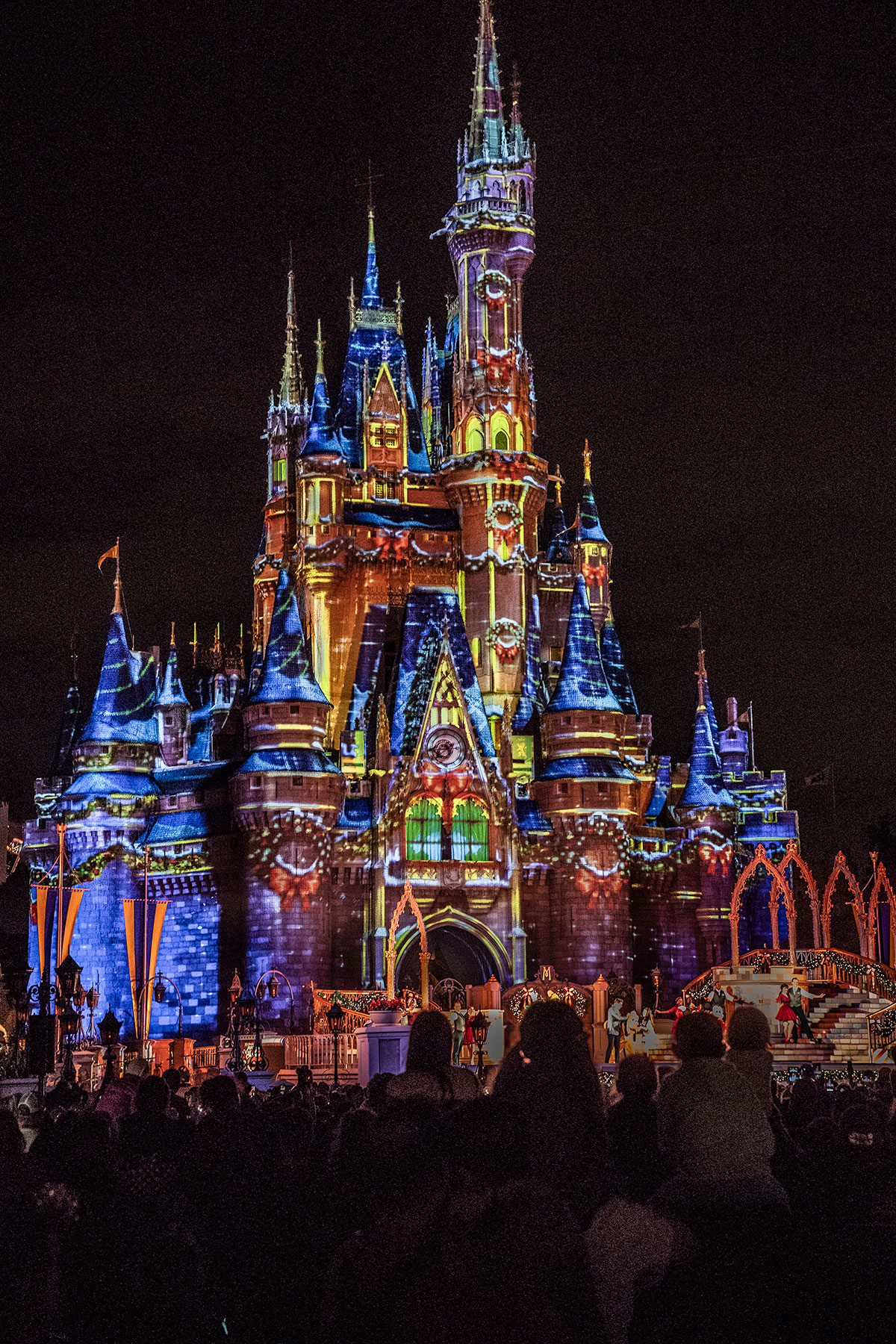 Cinderella-Castle-at-night-at-Christmas-Walt-Disney-Magic-Kingdom