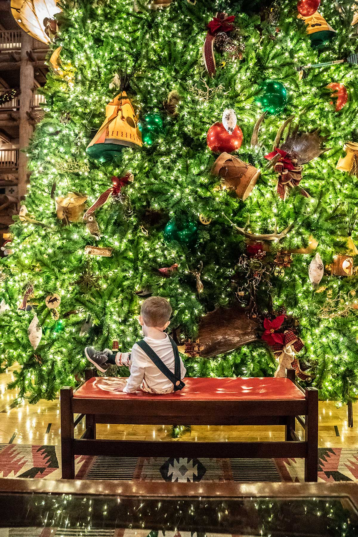 Disneys-Wilderness-Lodge-Towering-Christmas-Tree
