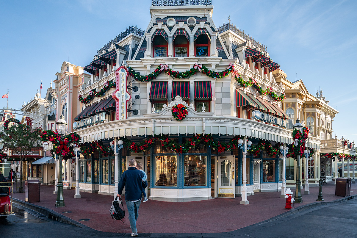 Main-Street-Christmas-Magic-Kingdom
