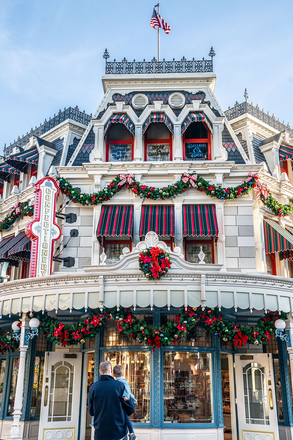 Main-Street-Magic-Kingdom-at-Christmas