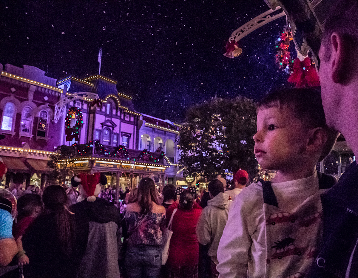 Snow-on-Main-street-Magic-Kingdom-Christmas