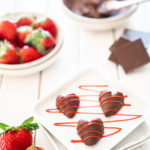 How-To-Make-Chocolate-Covered-Strawberry-Hearts