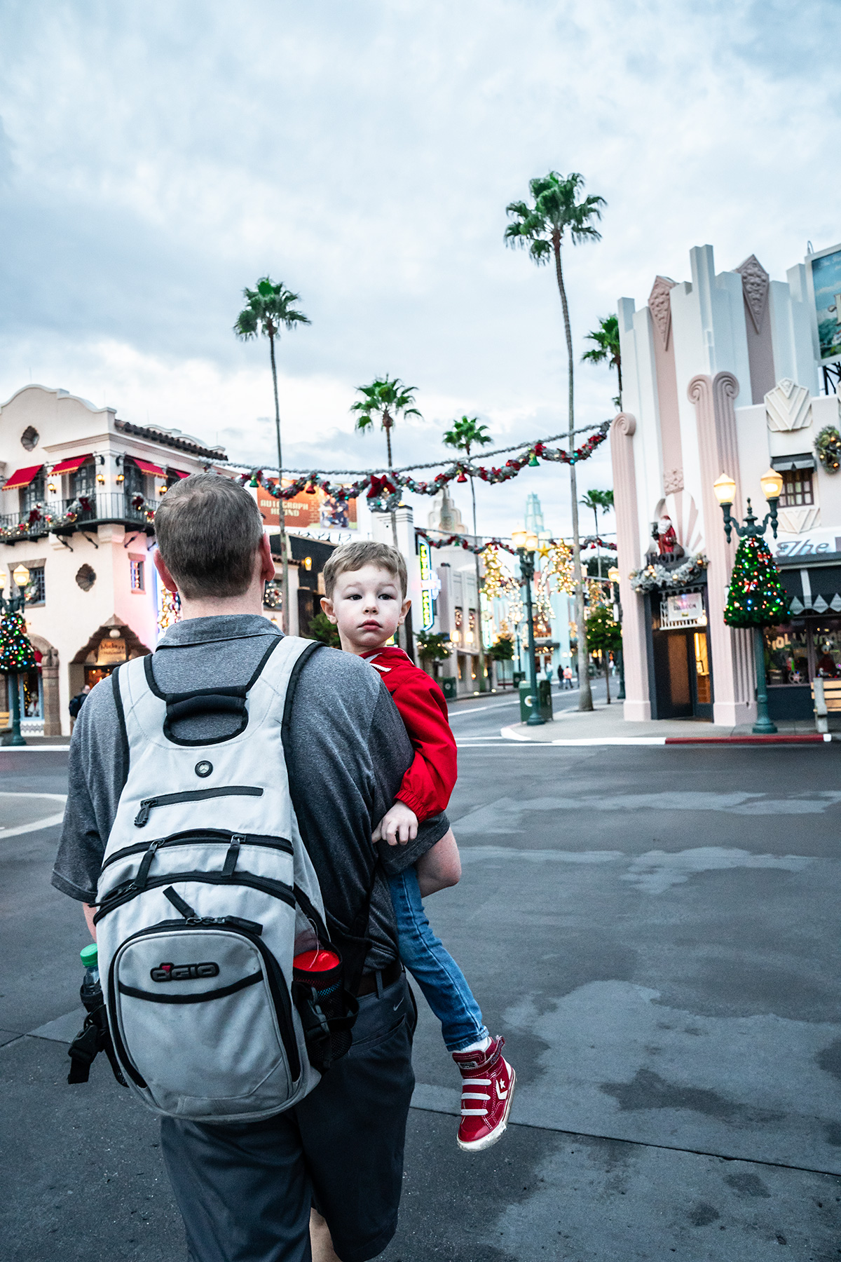 Strolling-Hollywood-Studios-at-Christmas