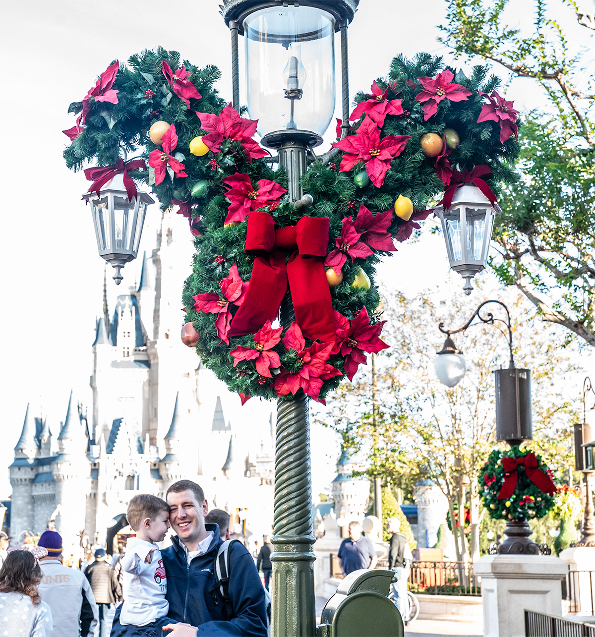 The-Christmas-Decor-Magic-Kingdom-Walt-Disney-World