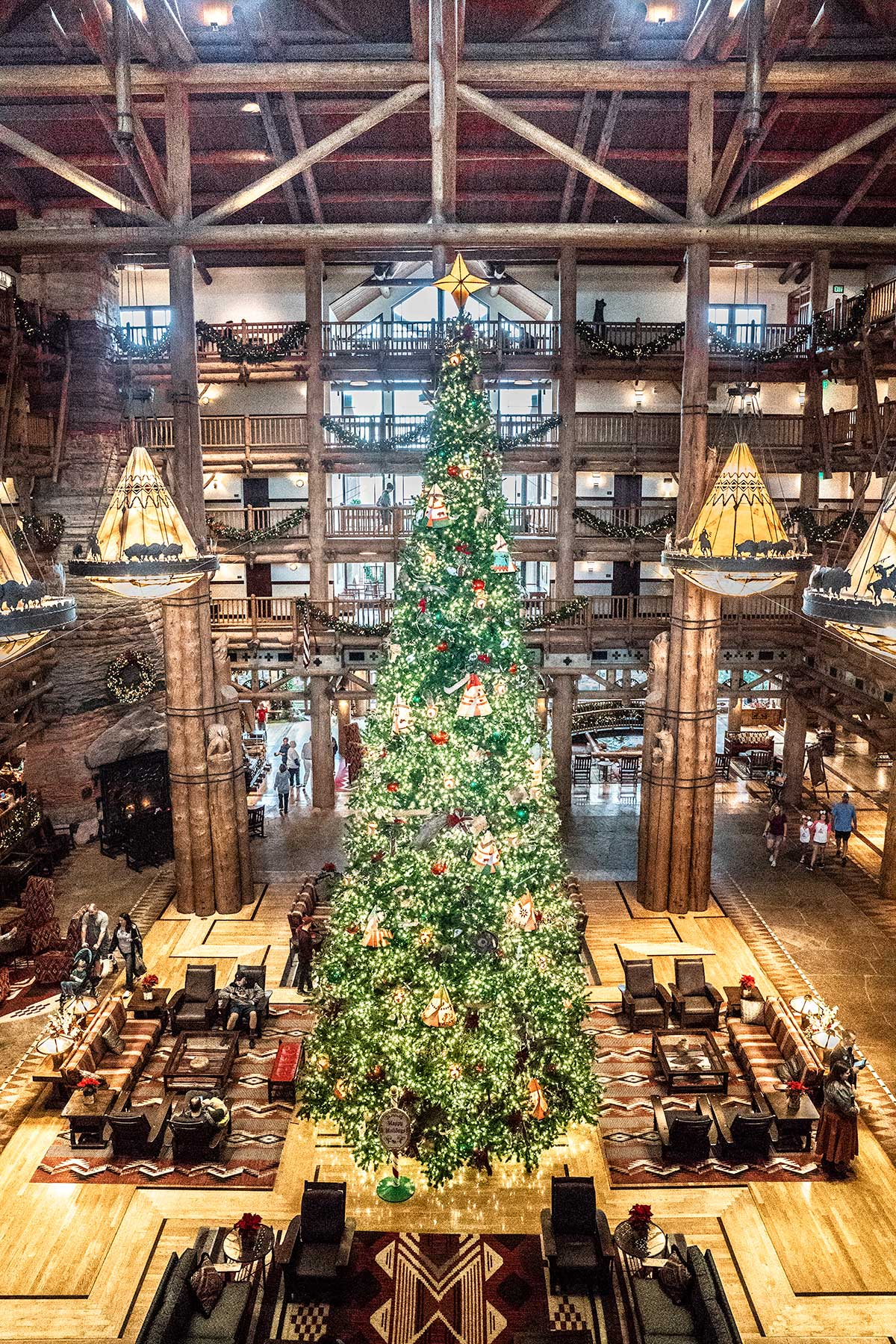 The-Towering-Tree-at-Disneys-Wilderness-Lodge