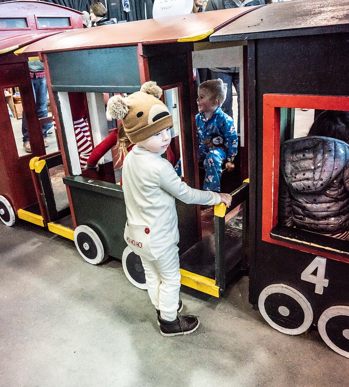 Tru-rides-Polar-Express