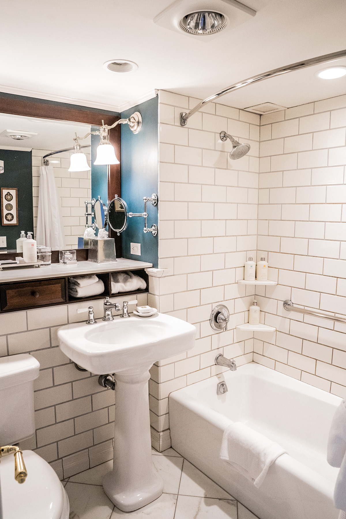Bathroom-at-The-Woodstock-Inn-and-Resort